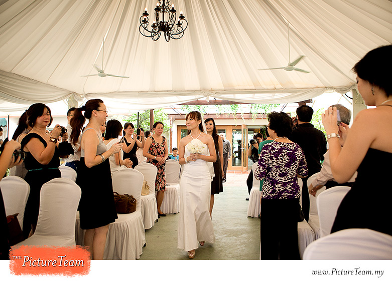 garden-wedding-ceremony-processional-malaysia-picture-team