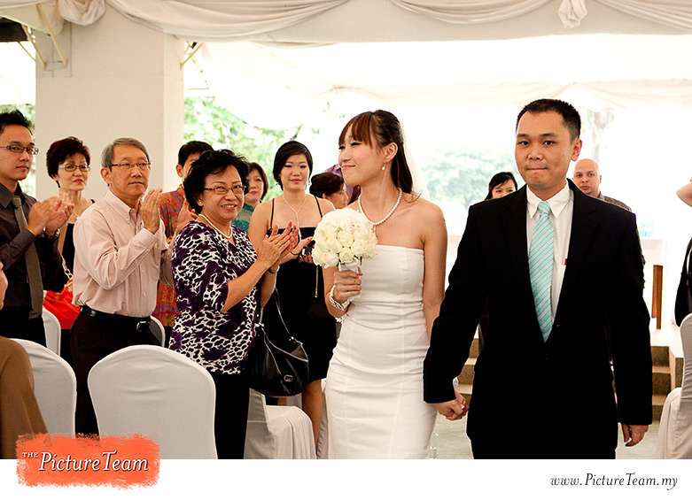 garden-wedding-ceremony-recessional-bride-malaysia-picture-team
